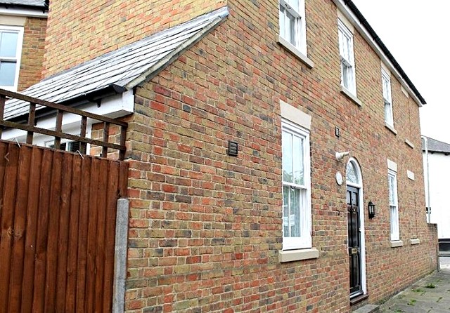 1a_Hollow_Front_property_page